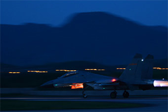 重型战机跨昼夜飞行训练实战能力