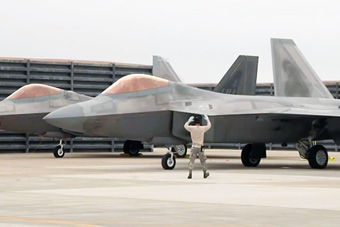 史无前例!美韩军演动用8架F-22 练隐身突防