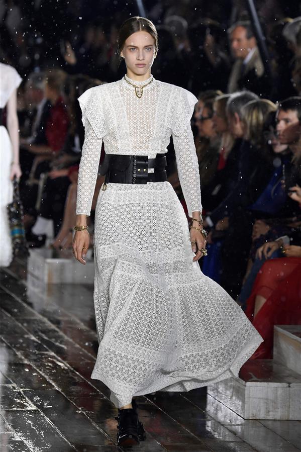 迪奥推出2019早春度假系列新品服装