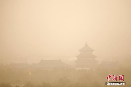 北京发布沙尘、大风蓝色预警 阵风7级伴有扬沙