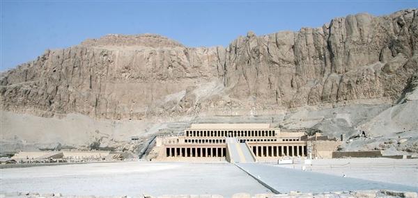 新发现的埃及古罗马浴场遗迹藏有大量宝藏