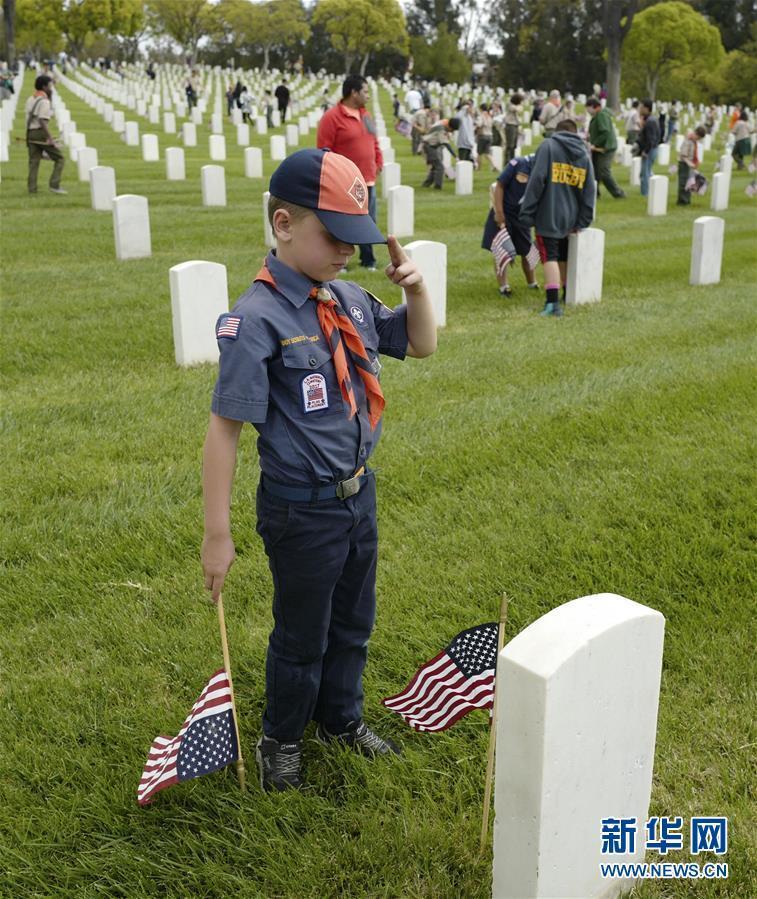 美国童子军参加阵亡将士纪念日活动