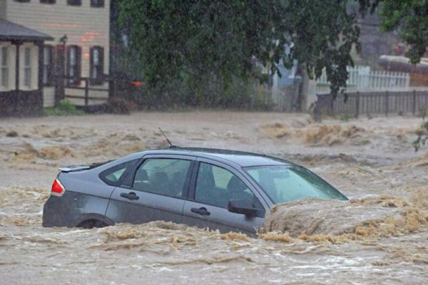 美国马里兰州爆发洪水 街道变河道