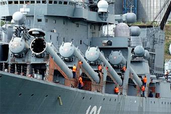 俄黑海舰队旗舰如今锈迹斑斑进船厂维修
