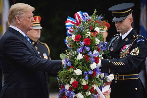 美国阵亡将士纪念日 特朗普出席纪念仪式