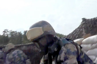 比《红海行动》猛!蛟龙突击队演练敌巢中救人质