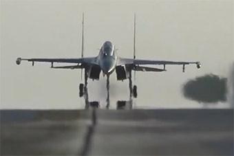 重型战机挂载多个弹种突击演练威力生猛