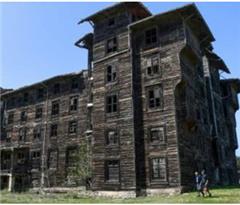 土耳其百年建筑面临坍塌危险 系欧洲最大木质建筑