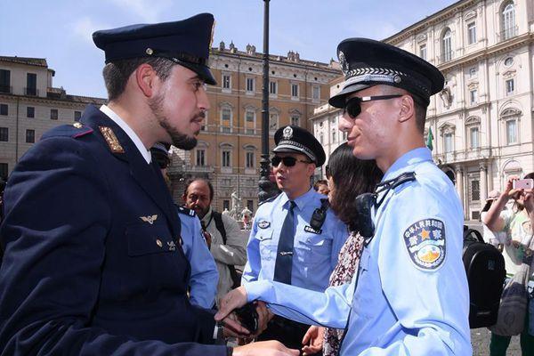 大写的帅!中国警察戴黑超亮相罗马街头