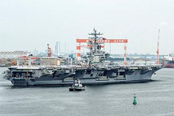 美军里根号航母离开横须贺港