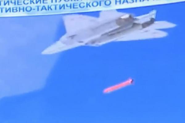 苏57首次实战画面公开 却难掩与歼20技术差距