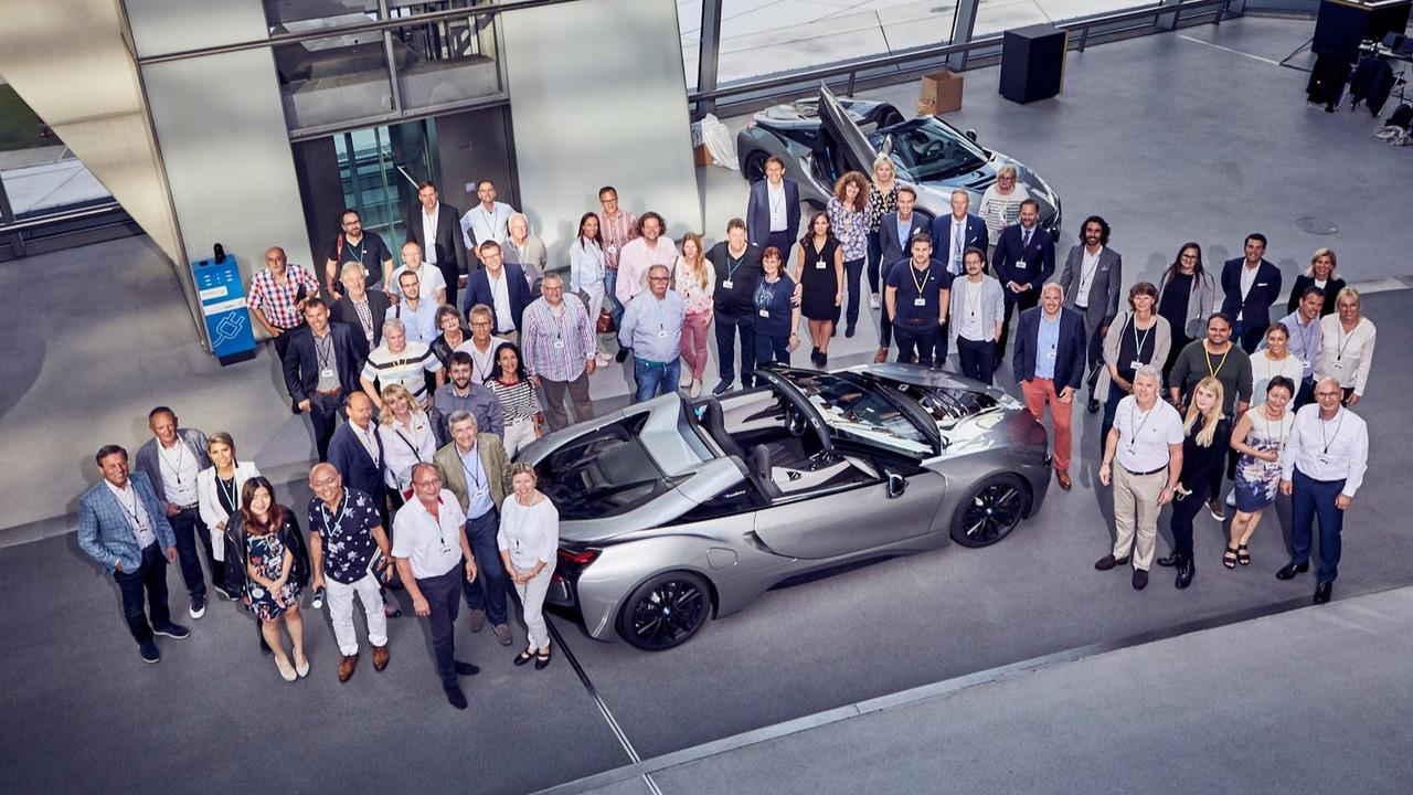 首批18辆宝马 i8 Roadster特别版在德交付客户