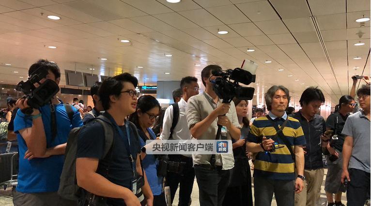 澳门美高梅线上网址:朝鲜代表团已抵达新加坡!随行人员录影拍照