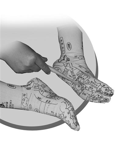 靠一双印满穴位的袜子能养生? 专家:多数足底穴位不被医界认可