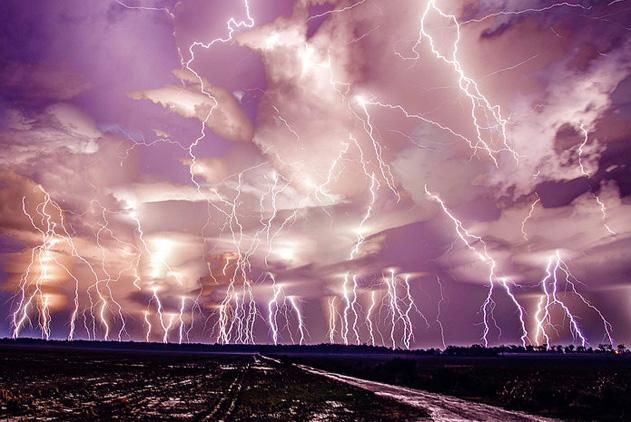 世界各地震撼闪电奇观 自然之怒仿佛末日来临