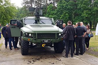 主动邀请美驻军的波兰还想购买澳大利亚装甲车