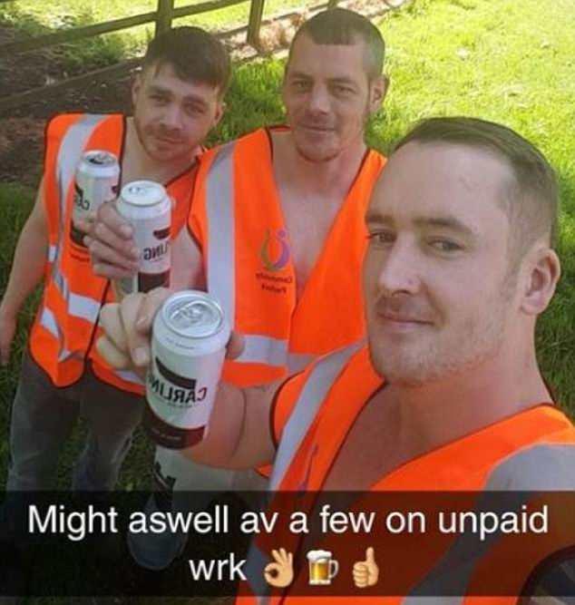 英三名罪犯做社会服务时喝酒自拍 将受更重处罚
