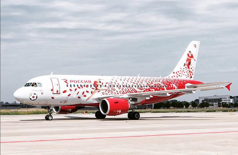俄媒:俄航为迎接世界杯推出体育主题彩绘飞机