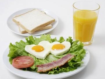 研究:饮食时间早有助降低血压和患糖尿病风险