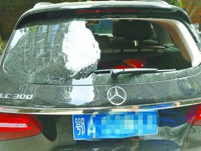 惯偷砸车窗偷23万现金 吓得几晚失眠不敢去儿子婚礼