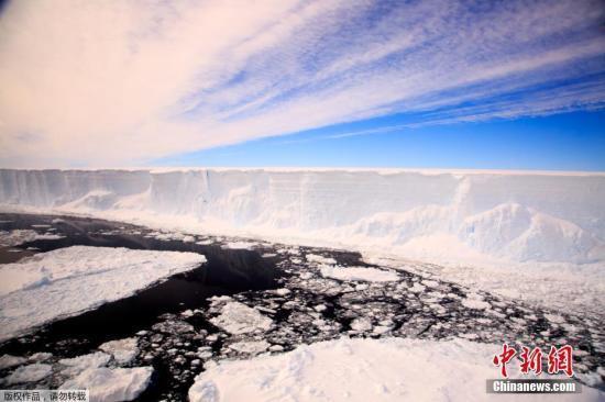 冰雪之下:南极冰层下现3座巨型峡谷 约深2公里