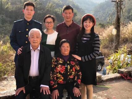 """相伴30年无怨无悔 她是富士康成长的""""活化石""""-焦点中国网"""