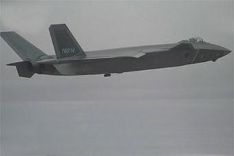 歼20领衔 三款国产最先进战机训练让人眼花缭乱