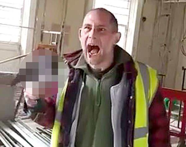 残忍!英建筑工人活活咬掉鸽子头致其死亡