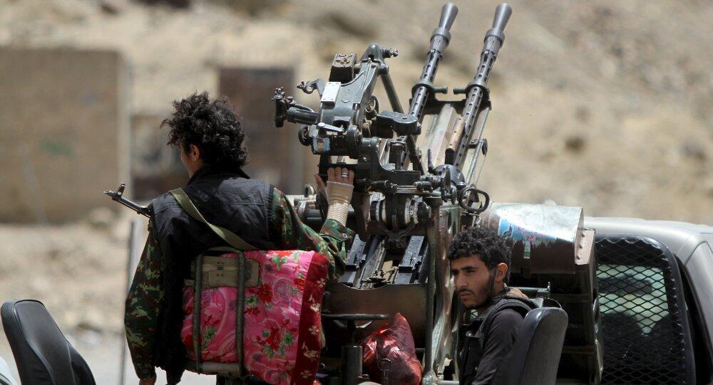 外媒:胡塞武装击落一架沙特直升机