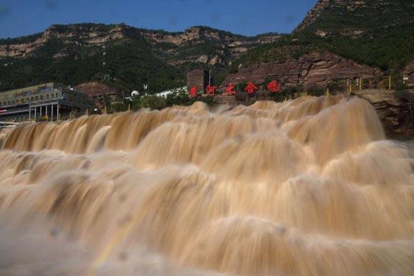 黄河壶口瀑布现罕见瀑布群