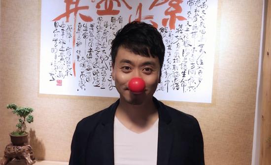 """黄俊鹏""""六一儿童节""""关爱儿童 担当熊猫守护者"""