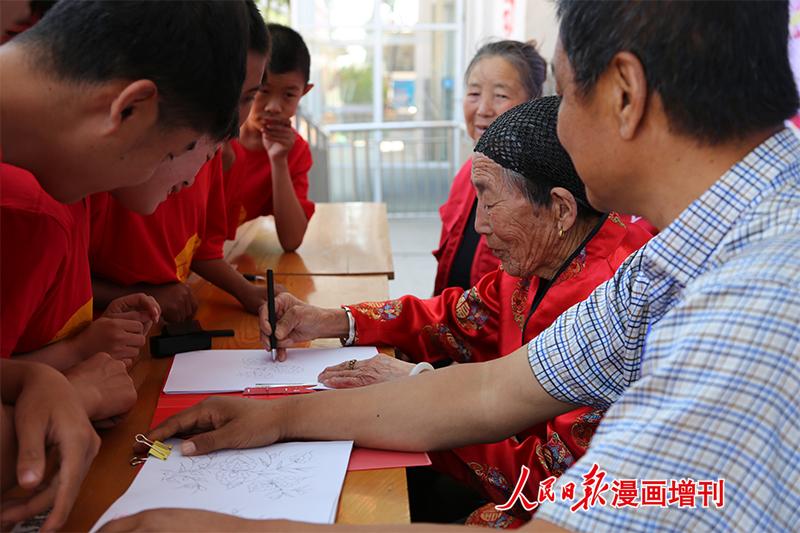 内蒙古自治区赤峰市元宝山区志愿者绘制百幅作品赠特殊教育学校