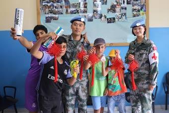 中国维和官兵与驻地儿童共庆六一儿童节