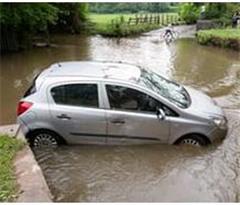 英国部分地区遭暴雨侵袭 致洪水泛滥交通中断