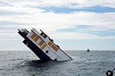 百年老船翻新出售卖了200万 首航45度角沉没