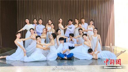 三峡大学学生拍唯美毕业照 很仙很惊艳!