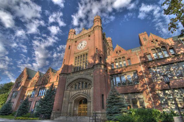 留美花钱如流水 选择哪个大学钱才花得值?