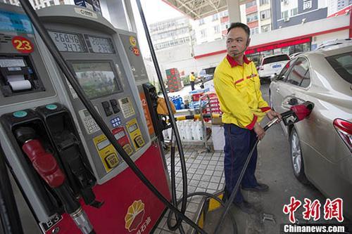 过去十年国际油价腰斩国内油价却涨了,原因何在?