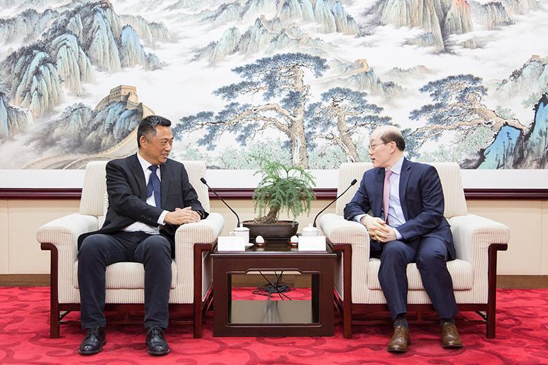 刘结一会见中国国民党民意代表参访团