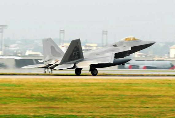 美国向日本派遣14架F-22战机 未表明部署目的