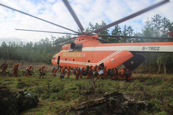 大兴安岭原始林区雷击火蔓延 近4000人赶赴火场扑救