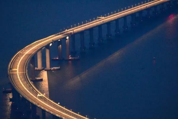 夜瞰港珠澳大桥