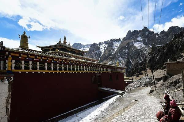 青海玉树:在藏区千年名刹达那寺触摸历史脉搏