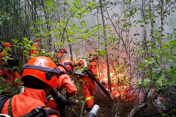 内蒙古大兴安岭原始林区雷击火蔓延 近4000人赶赴火场扑救