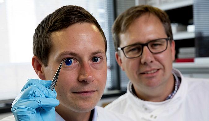 科学家3D打印第一批人造眼角膜 有望无限供应