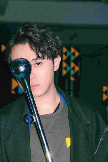 吴青峰新歌MV预告公开 突破框架变身唱跳歌手