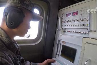 中国远程火箭炮操作控制台这样布局