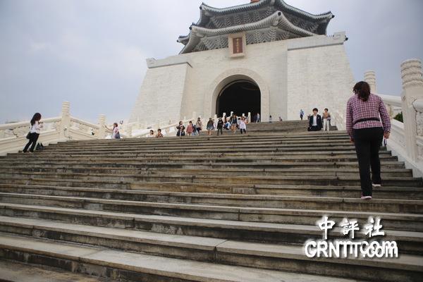 """台""""促转会""""等不及要对中正纪念堂下手 不排除将蒋介石铜像摧毁"""