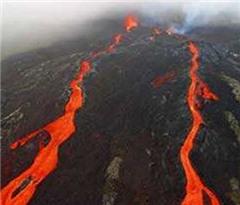 危地马拉火山喷发迫使机场关闭 百名居民撤离