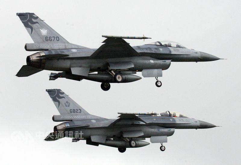 """台军""""汉光演习""""首日一架F-16战机失联 疑似残骸被找到"""